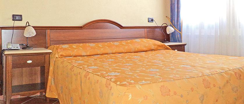 italy_bardonecchia_fiore_bedroom.jpg